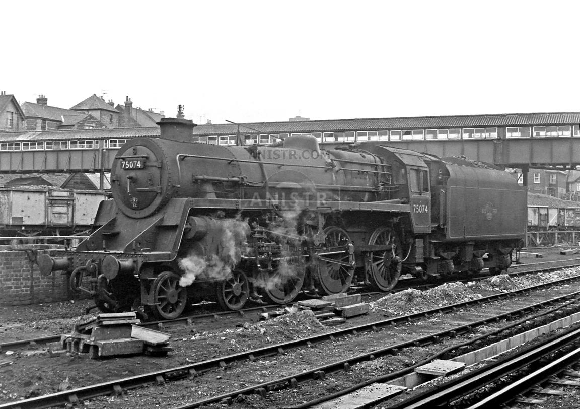 Steam loco Standard 75074 Guildford