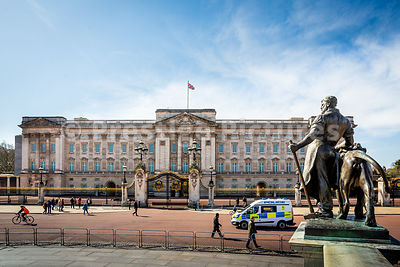 Buckingham Palace with police van close by during the Corona Virus shutdown