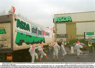 Asda Turkeys 3 Protesters against GM foods from the Snowball & the GenetiX anti GM food movement chain themselves to delivery...