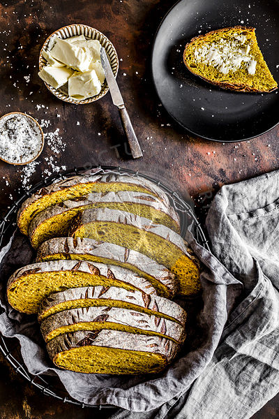 Sourdough bread with turmeric