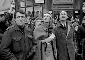 #70405,  Vanessa Redgrave (holding the letter to the US Ambassador) and other leaders, anti-Vietnam war demonstration march f...