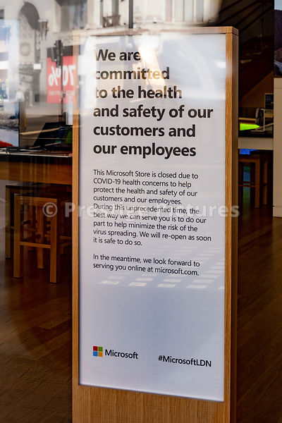 Microsoft store in Oxford Circus closed sign