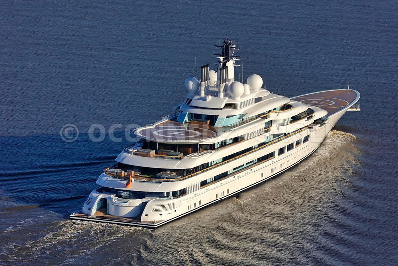 Superyacht Lightning