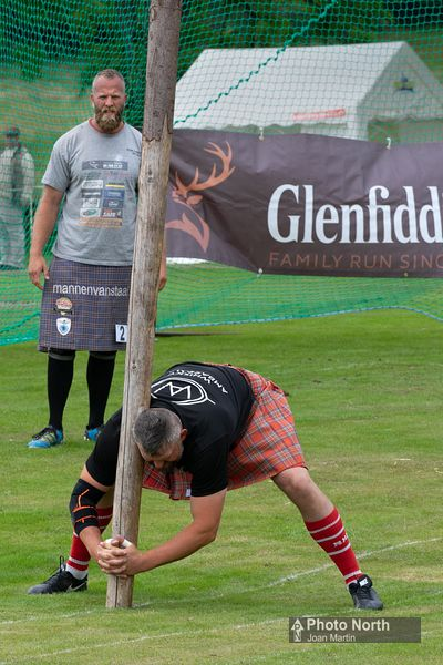 CABER TOSSING 01A - Mull and Iona