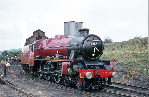 Stanier Jubilee Class 5596 BAHAMAS Dinting