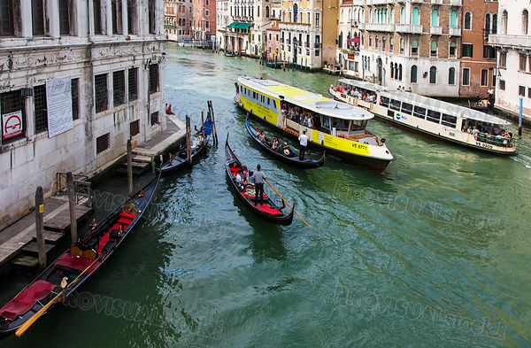 Traffic on he Grand Canal