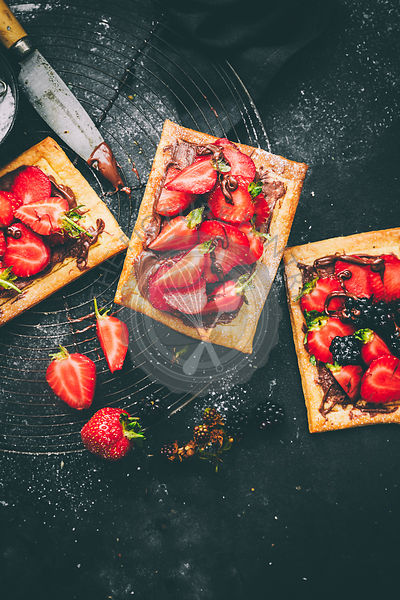 Nutella Tart with Strawberries & icing sugar