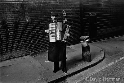 H21-10 Busker, Brick Lane, Shoreditch 1978.