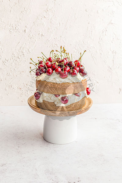 Cake with cherries and mascarpone cream