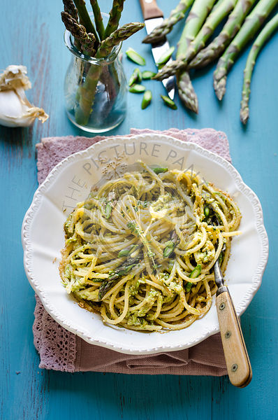 Pasta with asparagus pesto