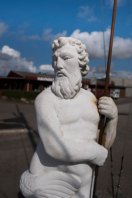Statue de poséidon dans le port de Gedser, Danemark / Statue of Poseidon in the port of Gedser, Denmark