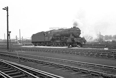 PHIOTOS OF EX-LNER V2 CLASS 2-6-2 STEAM LOCOS