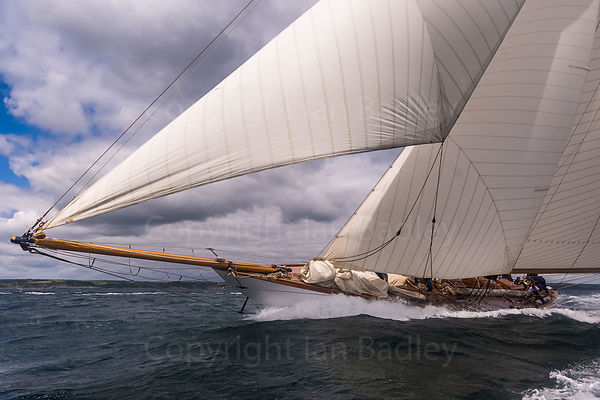 Classic yacht Mariquita  on the rail