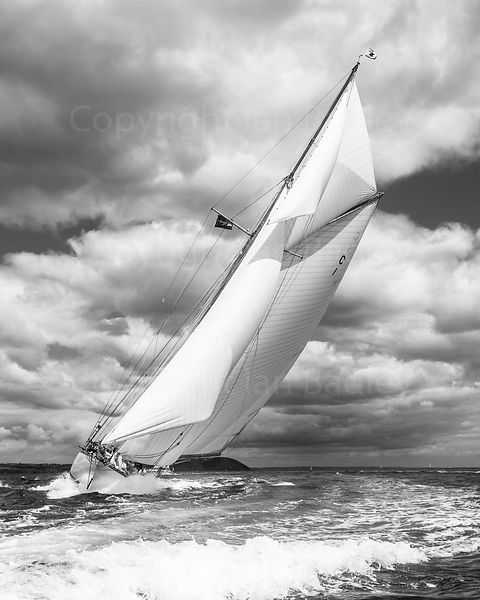 Classic yacht Mariquita hard to the wind. BW