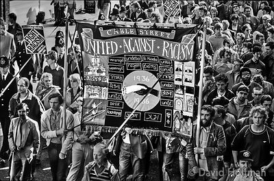 733-7 Anti racist/anti NF march in Whitechapel and Brick Lane. 1987.Dan Jones R holding banner pole.