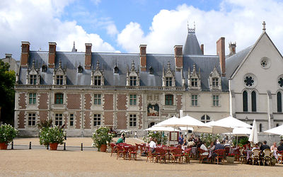 Terrasses-Place-Chateau-Royal-Blois_ADT41_(2)