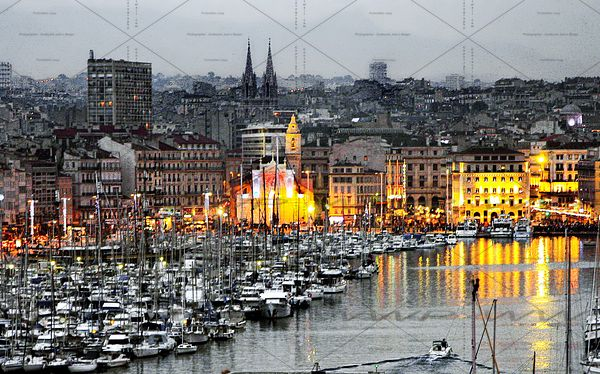 Marseille_harBor_by_night_3_APL
