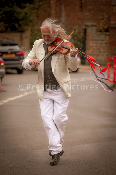 CHRIS LESLIE FROM FAIRPORT CONVENTION PLAYING AT THE ADDERBURY DAY OF DANCE