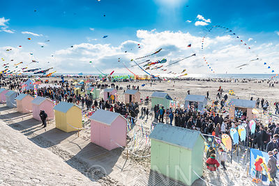 Rencontres internationales de cerfs-volants à Berck Plage, France, printemps