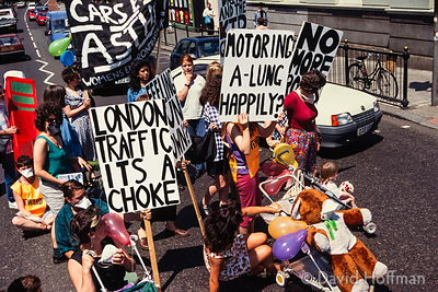 1062-514 Women's enviromental network block road at Highbury Corner, London in protest at pollution caused by traffic.Summer ...