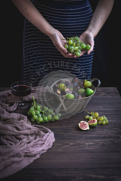 Woman holding grapes in her hands