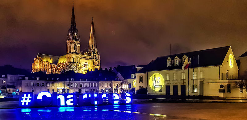 Aspect nocturn in Chartres, Franta