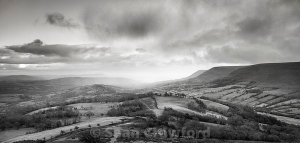 Late Winter Storms over the Olchon Valley