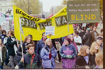 01111902-32 Peace march, London.19 Nov 2001