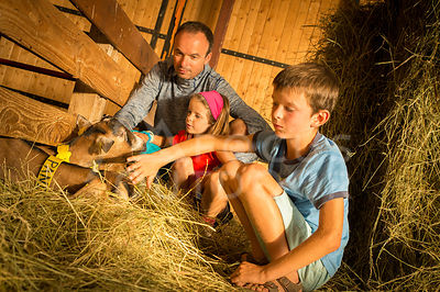 ferme-famille-HD_focus-outdoor-0002