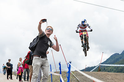 Rachel Atherton flying towards another UCI Downhill Worldcup win. And a fan who wants a picture with her...