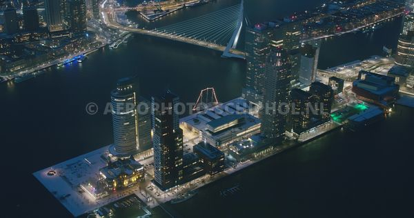 Rotterdam, Erasmusbrug en Wilhelminapier met o.a. Hotel New York, World Port Center, Monte video, de Rotterdam en New Orleans...