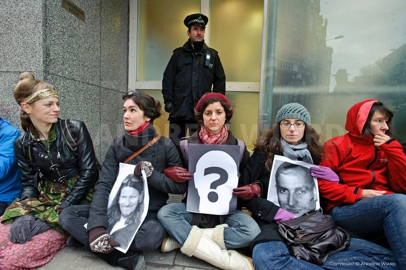 England, UK. 24.1.2011. London. Demonstrators, mainly women, blockade Scotland Yard, HQ of the Metropolitan Police, protestin...