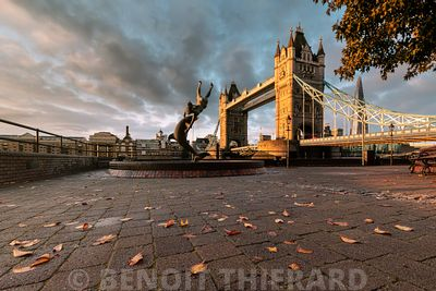 Tower Bridge en automne
