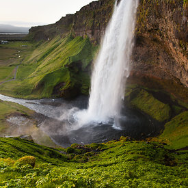 Seljalandsfoss_in_south_Iceland_emm.is