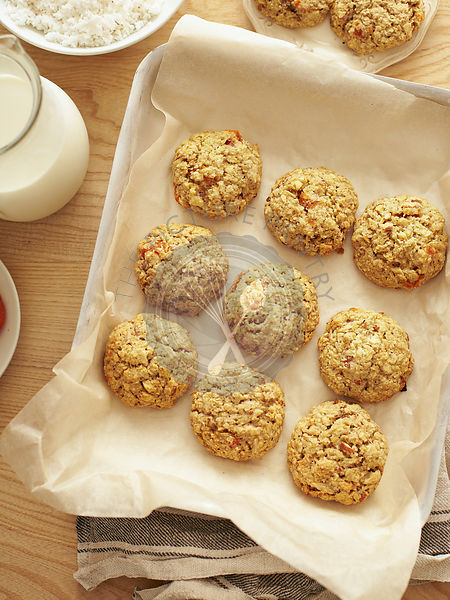 Coconut apricot cookies with oats and almond