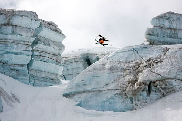 Candide Thovex out of nowhere into nowhere