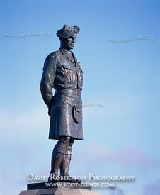 Image - Blackwatch statue at Powrie Brae, Dundee, Scotland