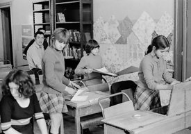 #75041  Moving into the classroom, Liverpool Free School, Liverpool  1971, John Ord in the background.  Also known as the Sco...