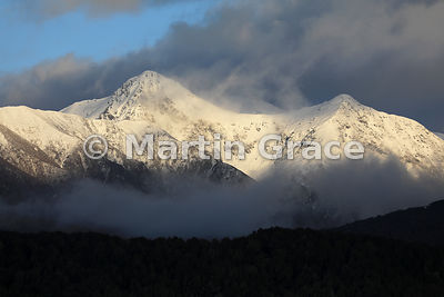 Murchison Mountains at dawn from Te Anau, Fiordland National Park, Southland, South Island, New Zealand