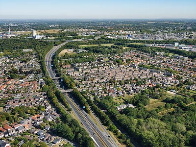 Stein, the districts of Kerensheide and Nieuwdorp separated by the A76 with Chemelot's chemical industry in the background. |...