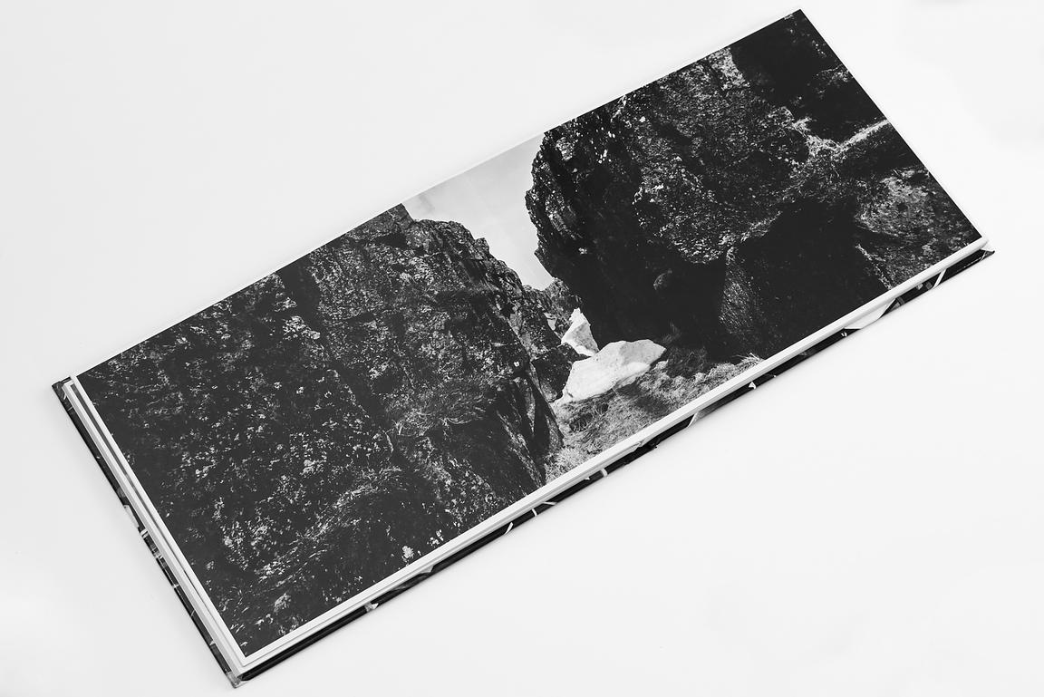Layflat book / 22x29cm / 96 pages / 49 B&W pictures 20x56cm / numbered copies