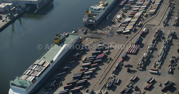 Rotterdam, Rotterdamse haven, Rozenburg, CLdN CARGO Roll-on-Roll-off transport aan de Brittaniehaven   | v000791