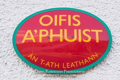 Image - Gaelic, Oifis a'Phuist (Post Office) sign, Skye