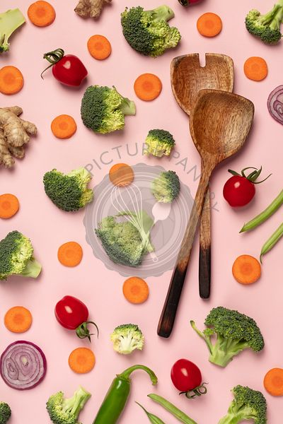 Colorful pattern of tomatoes, broccoli, carrots, ginger and onion