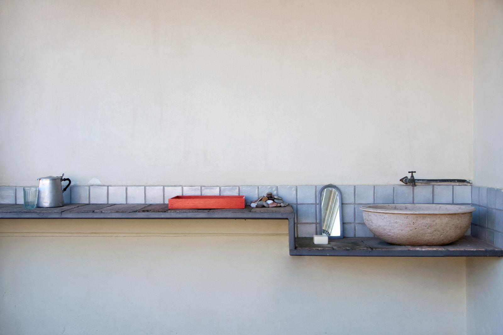 An outdoor sink and worktop on the second floor terrace.