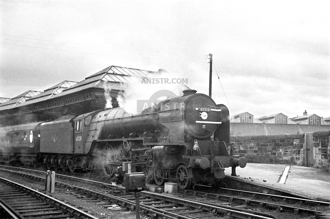 Steam loco A2 60528  Perth
