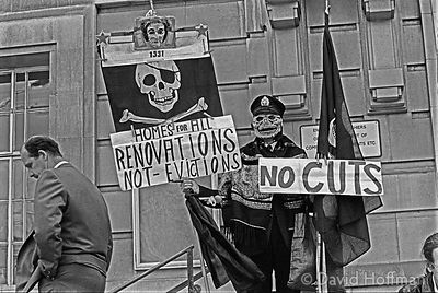 YS86-3A Protests outside the Town Hall over evictions and cuts in housing budgets in Hackney.March/April 1991.