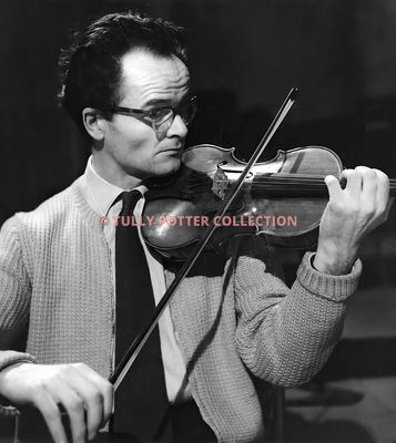 T16189_Hugh_Maguire_Irish_violinist_photo_by_Laelia_Goehr
