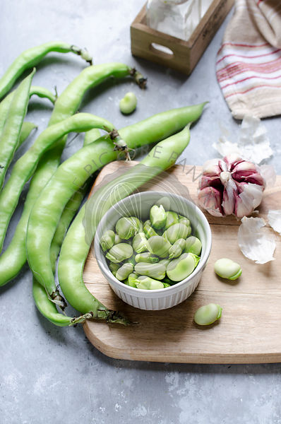 Making favabean pesto