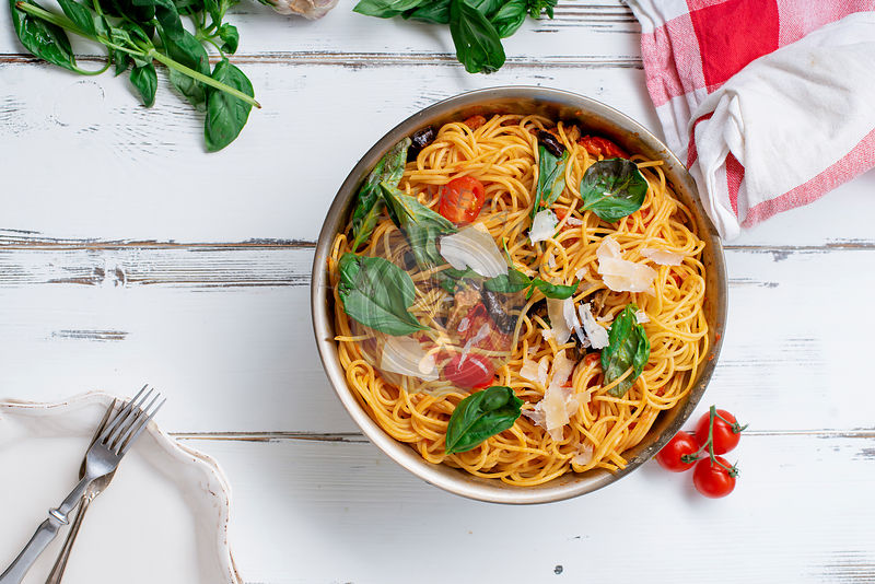 Pasta with aubergines, tomato sauce and fresh basil